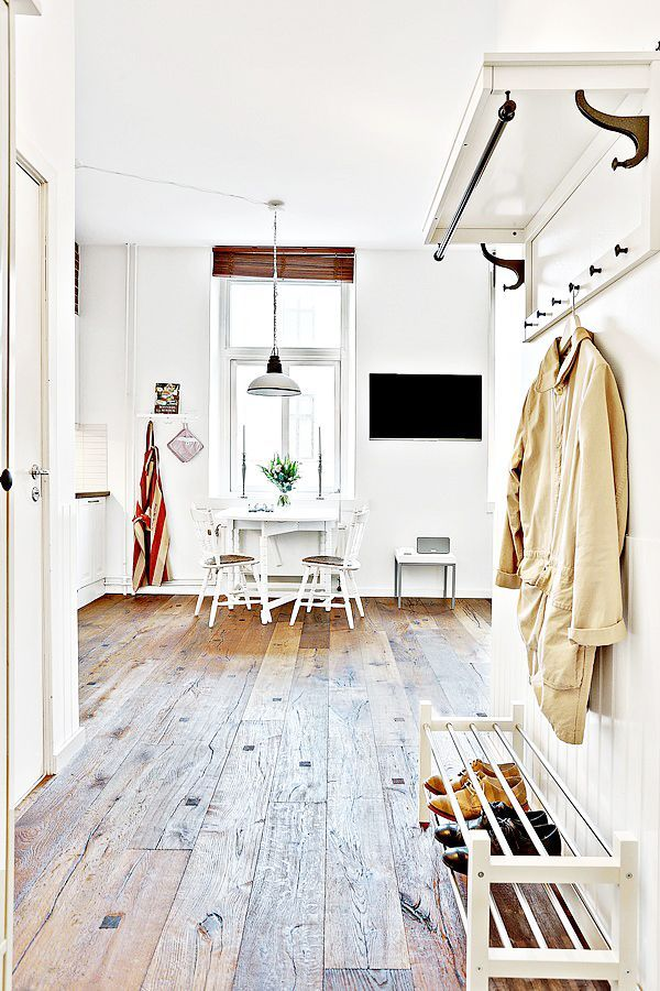 Living In A Shoebox - Studio Apartment Looks Larger
