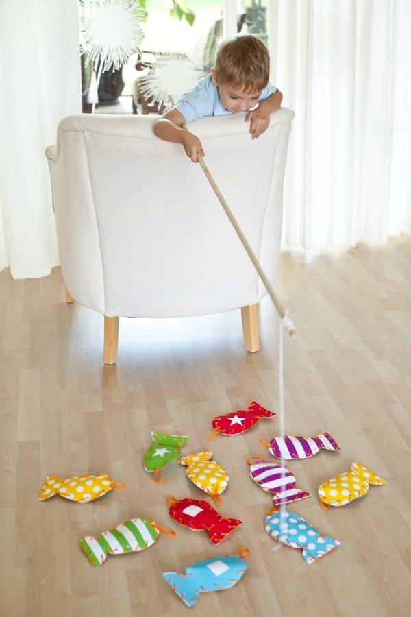 Bring the fun of the outdoors inside with this DIY fish matching game. Perfect for a rainy day, this playtime activity is a wonderful way for your toddler to practice his fine motor and matching skills.