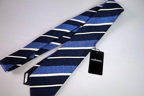 ファッションブランド【NEWYORKER】さんから、2016年秋の新作ネクタイのご紹介! 社会人1年目の長男が使用するネクタイで、紺ブレにチノといったコーデでも使えるものをとリクエストしたネクタイは、素材感がお洒落な「レジメンタルストライプ スリムタイ」の爽やかなサックスカラー♪