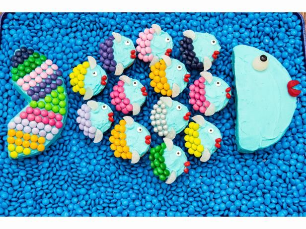 Get School-of-Fish Cupcake Cake Recipe from Food Network