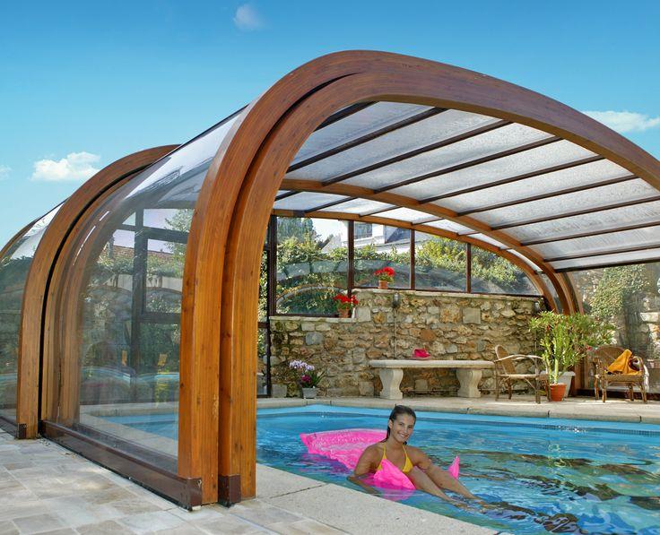 cubierta de madera en una casa particular a la calidez de la madera se une