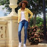 yellow jacket white tee skinny jeans converse