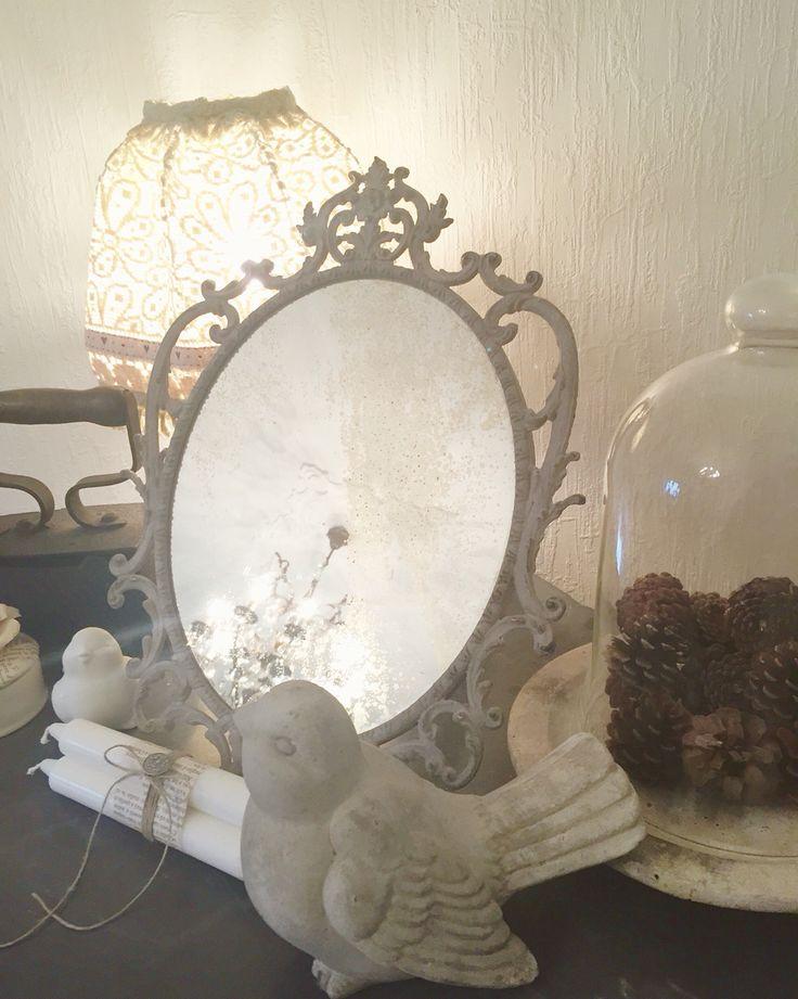 Un vecchio specchio da toilette francese... Cosa si vuole di più su una cassettiera ripescata da un antiquario? Ringrazio @saraste per avermelo ceduto!
