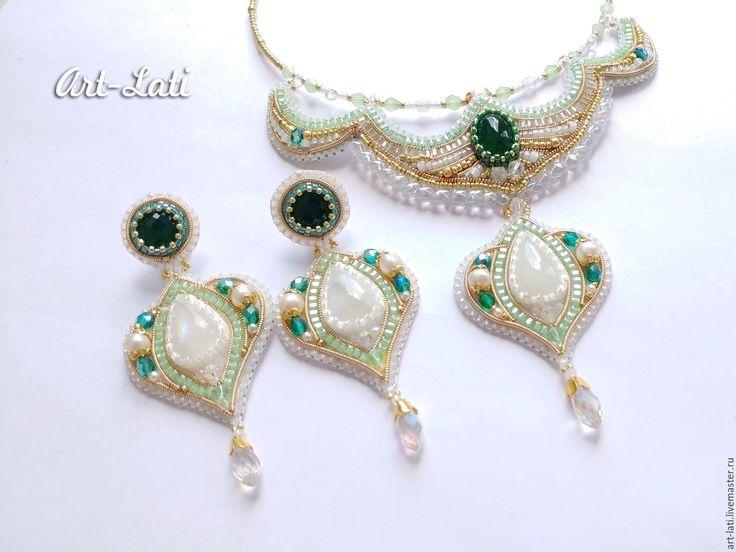 Купить Комплект Mermaid c лунным камнем - белый, зеленый агат, ювелирные камни