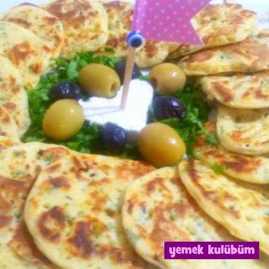 kolay pratikPeynirli Maydanozlu Çörekotlu Pankek nasıl yapılır tarifi, farklı değişikPeynirli Maydanozlu Çörekotlu Pankek kahvaltılık tarifleri