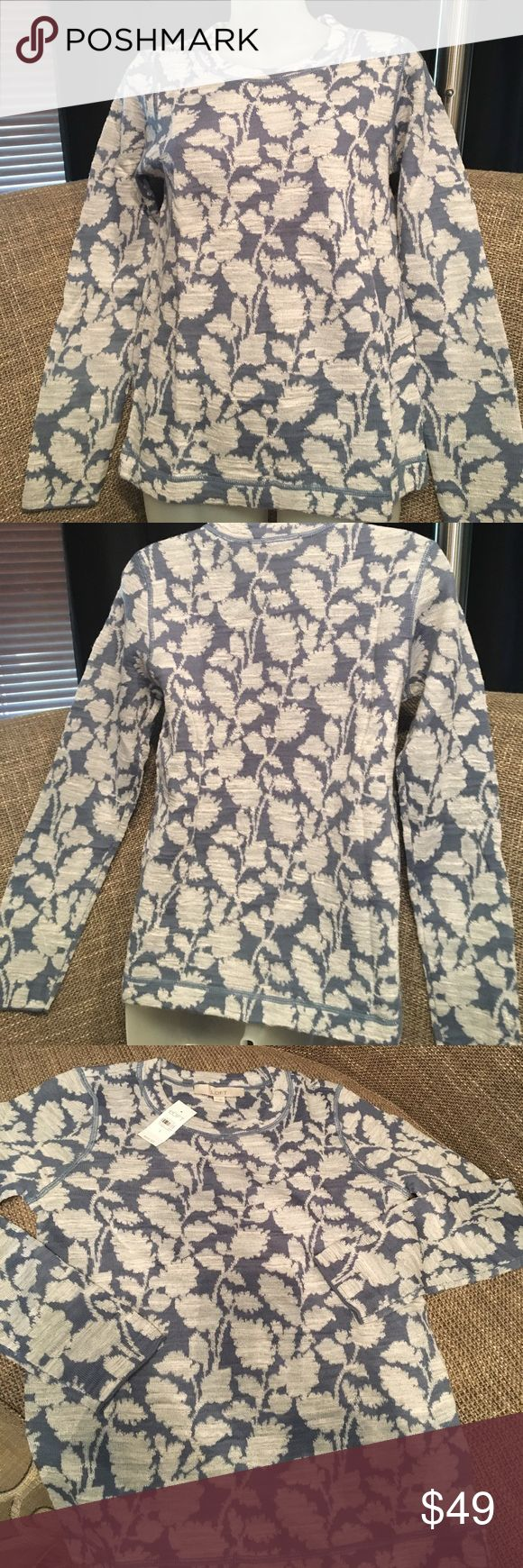 """NWT Loft sweater NWT Loft sweater. Lightweight. Shoulder to hem 24"""". Just took out of plastic and never tried on.        Proceeds of this sale goes to local homeless shelter LOFT Sweaters Crew & Scoop Necks"""