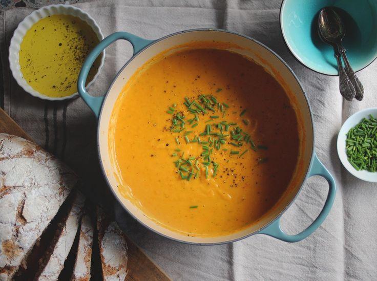 Kremet gulrotsuppe m. potet & sellerirot — Happy Food Stories