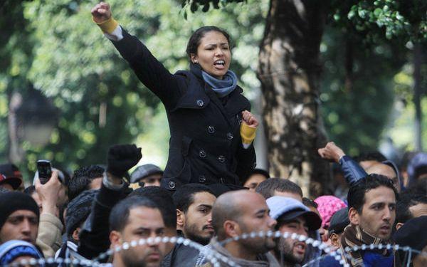 2014 - 7 de Enero - Túnez: por primera vez hombres y mujeres serán iguales en la constitución - Desde 1956 Túnez es el país árabe que reconoce más derechos a las mujeres.Pese a ello, el hombre ha seguido teniendo privilegios, como es usual en el medio oriente. Esto podría cambiar en solo una semana.