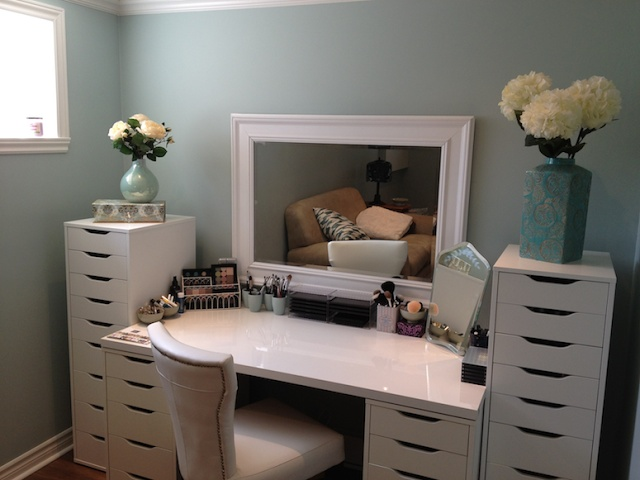 I really like this vanity as well. I also live the fact that it is all white. It makes the vanity look more modern and chic ❤