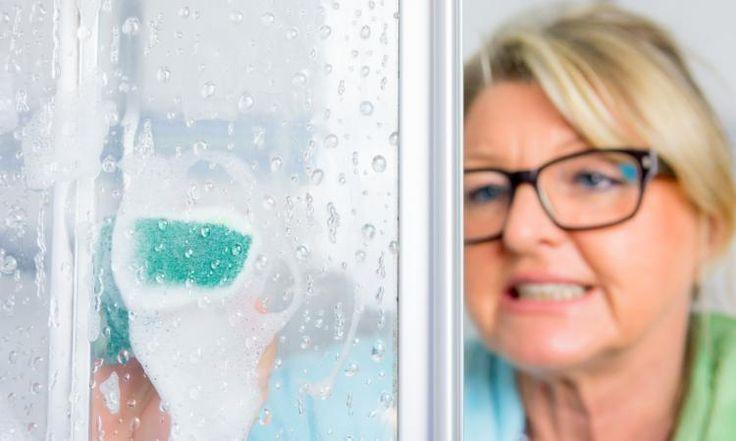 Le calcaire... Ennemi numéro 1 des portes de douche en verre!