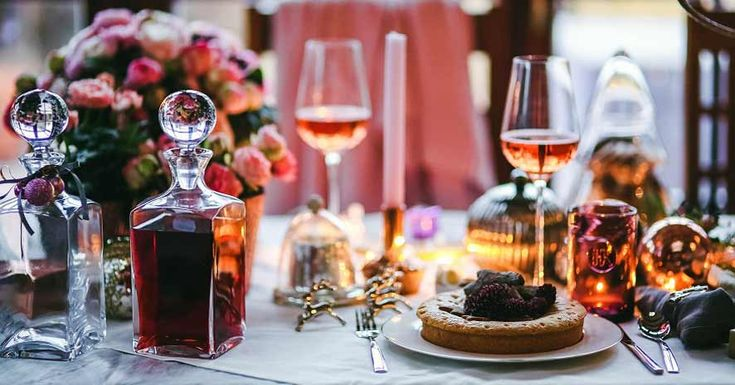 """Mulled wine, mince pies or eggnog? Surely as South Africans we'll all say: """"Not in this heat!"""" (if you're lucky enough to visit the sunny shores of South Africa during the Christmas season!)"""