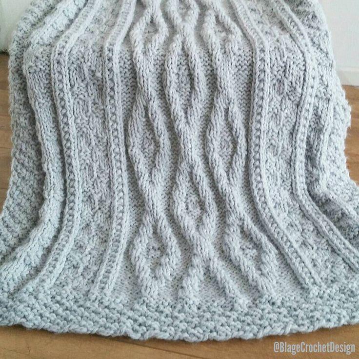 ***CUSTOM MADE*** This beautiful #knittedblanket is listed in my #etsyshop It's a perfect Christmas or housewarming gift, don't you think?🎄🎁 Made to order in next colors: beige, light blue, light gray, charcoal gray, soft mint and dusty pink. (link in bio) · ***IN OPDRACHT/OP BESTELLING GEBREID*** Met hand gebreide deken, geweldig als Kerst - of housewarming cadeau!🎄🎁 Ik kan deze prachtige deken in volgende kleuren breien: beige, licht blaauw, licht grijs, antraciet grijs, soft mint en…