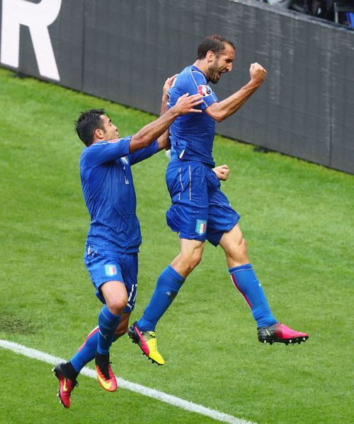 Giorgio Chiellini (r) of Italy celebrates scoring with Eder after scoring the opening goalduring the UEFA EURO 2016 round of 16 match between Italy and Spain at Stade de France on June 27, 2016 in Paris, France.