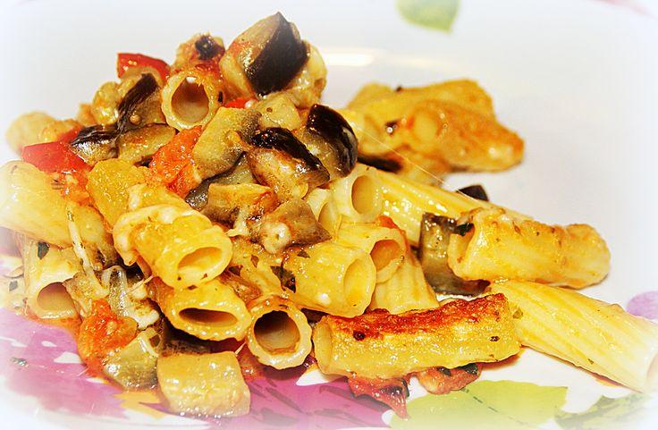 Tortiglioni with cherry tomatoes, eggplant and mozzarella cheese - Tortiglioni con pomodori pachino, melanzane e mozzarella