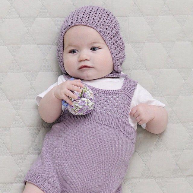 Søte små i bomull. Fra kolleksjonen bomull 1507.  @sandnesgarn #sandnesgarn #barn #bomull #diy #garn #strikke #strikking #strikkedilla #knitting
