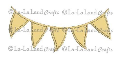 LA-LA LANDS CRAFTS DIES 8040 - FLAG BANNEREkslusiv dies i stål fra LA-LA LAND CRAFTS. Våre dies kutter igjennom papir, kartong, vellum, filt, kork, accetate og mer!Passer i de fleste kuttemaskiner som CUTTLEBUG, BIS SHOT, VAGABOND, e-BOSSERect.  EXCLUSIVE steel die from LA-LA LAND CRAFTS.This 4-1/4x7 inch package contains one dieOur dies work with most tabletop die cutting machines, such as the Cuttlebug, Big Shot, Vagabond, etc. Our dies cut through paper, cardstock, vellum, felt,...