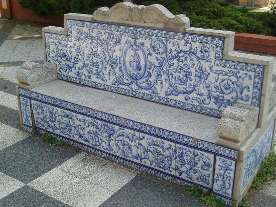 Banco de cerámica en la Plaza del Pan