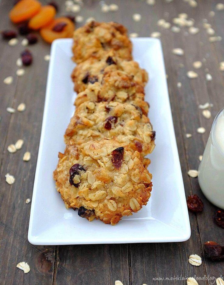Granola in Kekseform: Diese leckeren Knusper-Müsli-Kekse schmecken toll, sind schnell zubereitet und transpartabel - Müsli to go!;)