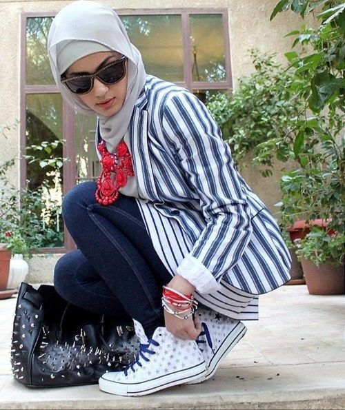 She coo. I like the mix of patterns. #hijab