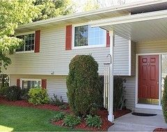 Split foyer exterior ideas need help picking out the exterior paint color 1970 39 s house for How much exterior paint do i need