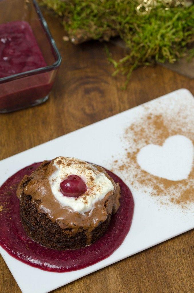 Zimt-Brownie mit Schoko-Mousse auf weihnachtlichem Kirschspiegel // Christmas Brownie on cherry and chocolate mousse // Baking Barbarine