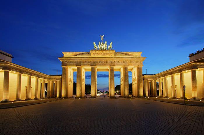 Ce Vizitam In Germania I Blog Aerolines Ro Brandenburger Tor Brandenburg Platz Pariser Berlin Poarta Gate In 2020 Brandenburg Gate Brandenburg Stunning Wallpapers