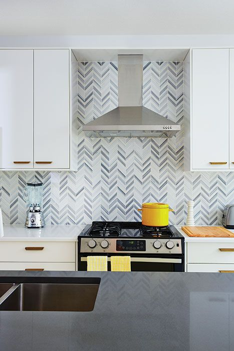 Designer Sarah Richardson's 10 tips for creating a colourful kitchen #backsplash