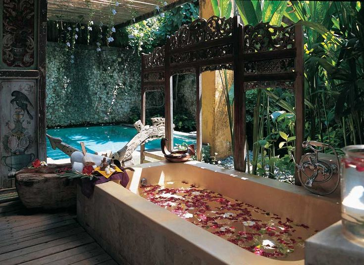 How amazing would it be to have this be in your hotel room in Bali?! Would you like this?