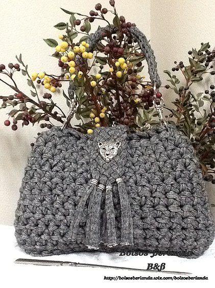 bolso color gris jaspeado para llevar colgado del hombro ajustado a la sisa