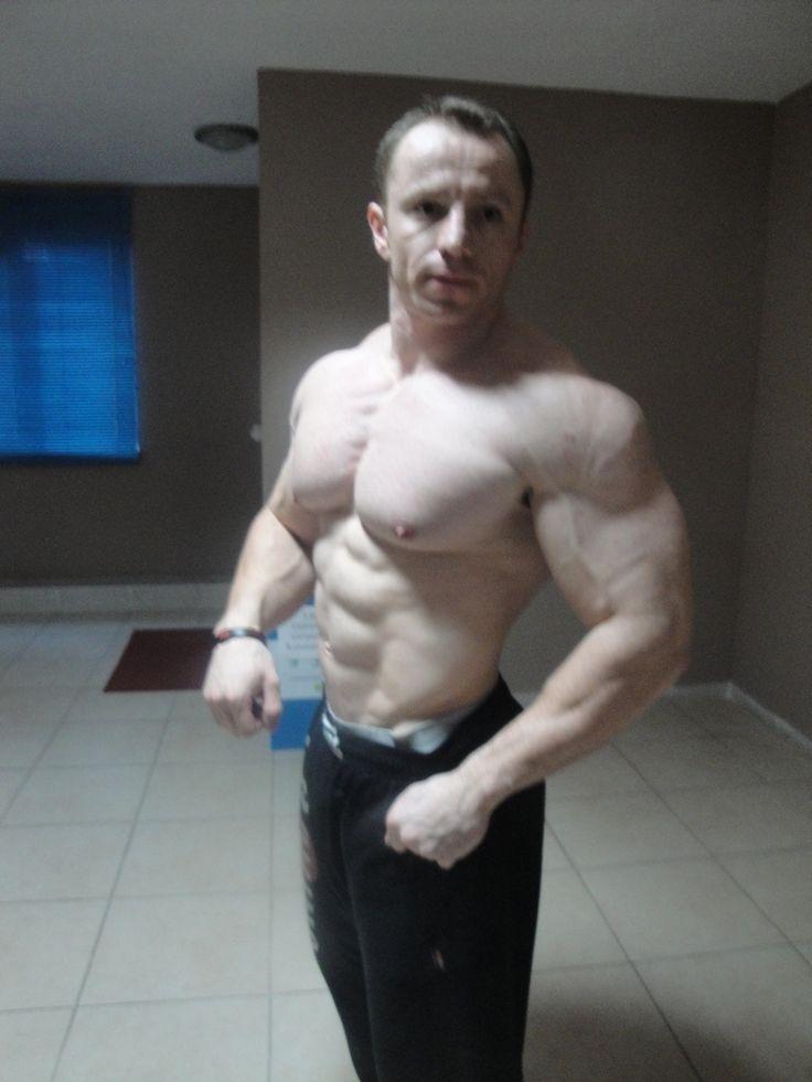 razoruniverse: muscledlust: Thick pale DILF muscle ...