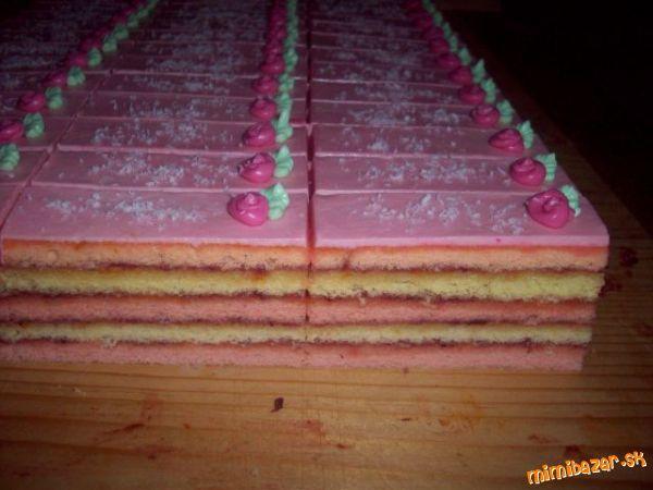 Vyšľaháme 3 cestá ružové a to: 4 vajcia šľaháme so 4 lyžicami kryštál.cukru.Do vyšľahaného pridať 2 ...