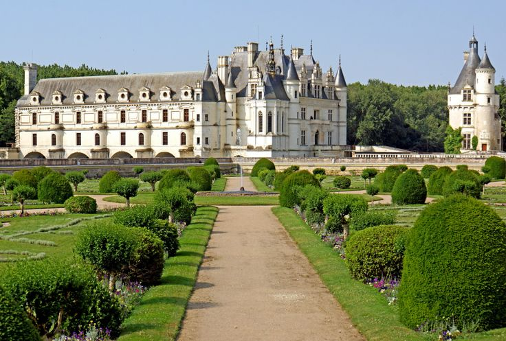 Château de Chenonceau, France puzzle in Castles jigsaw puzzles on TheJigsawPuzzles.com. Play full screen, enjoy Puzzle of the Day and thousands more.