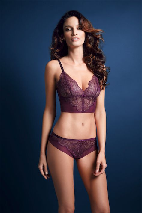 You won't be the only one who can't resist the Iconic Essence set this party season