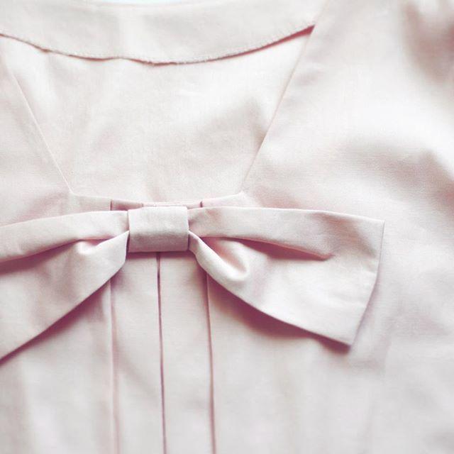 Сегодня мы решили стать к Вам чуточку ближе Нежнейшее платье с бантом на спинке украсит ваш жаркий летний день! Коллекция выполнена из 100% хлопка. Подписавшимся на нашу группу в vk мы дарим 10% скидку (ссылка в описании профиля) #close #ss2016collection #ss2016 #lookbook #design #fashiondesigner #bow #style #fashion #minimalism #cleanline #sweetlook #trands #коллекцияодежды #одеждадляженщин #женскаяодежда #стиль #тренды2016 #минимализм #женственныйобраз #лето2016 #детали…