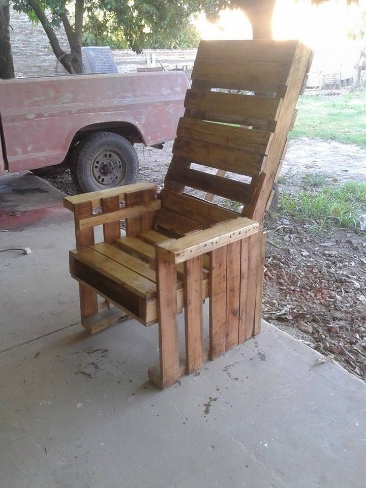 Wooden Pallet Sturdy Chair - DIY #Wooden Pallet Chairs | 99 Pallets