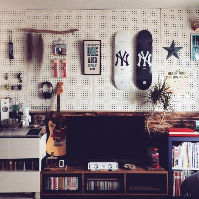 yoshikingさんの、レコード,ロックンウォール,マリンランプ,STUSSY Livin'GS,Supreme,A TWO PIPE PROBLEM ,ペグボード,有孔ボード,p.f.s parts center,スケボー,DIY,男の趣味部屋,部屋全体,のお部屋写真