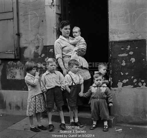 Gorbals-mother & children - 1962