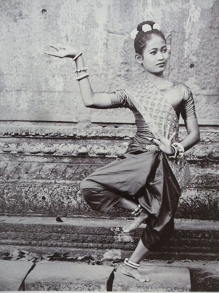 A 21st-century Khmer woman dancing in a Sampot Chang Kben