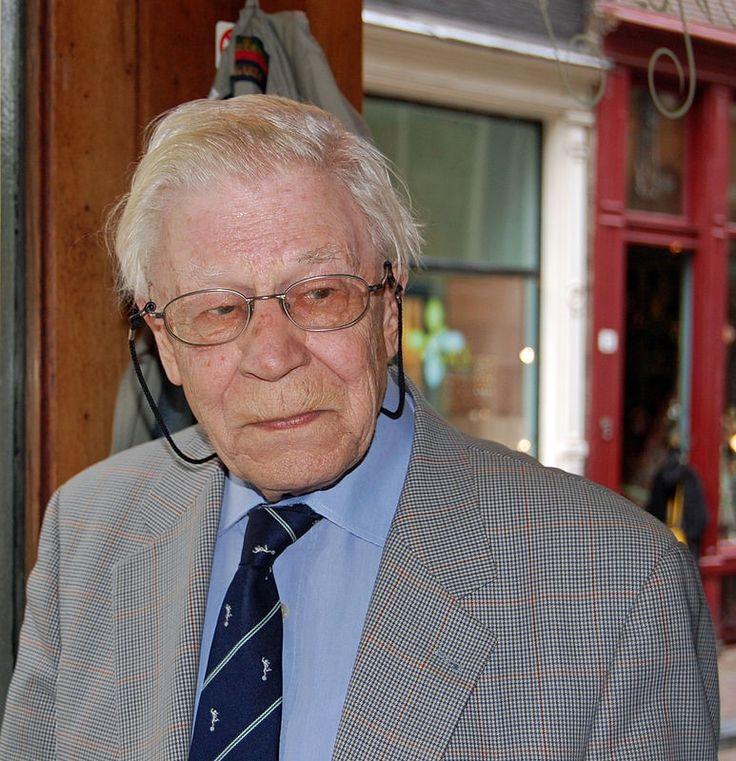 Drs. P (Thun, 24 augustus 1919), pseudoniem van Heinz Hermann Polzer, is een Nederlands-Zwitserse tekstschrijver, dichter, schrijver, cabaretier, letterkundige, componist, pianist en zanger van eigen Nederlandstalige liedjes. Polzer is afgestudeerd in de economie.