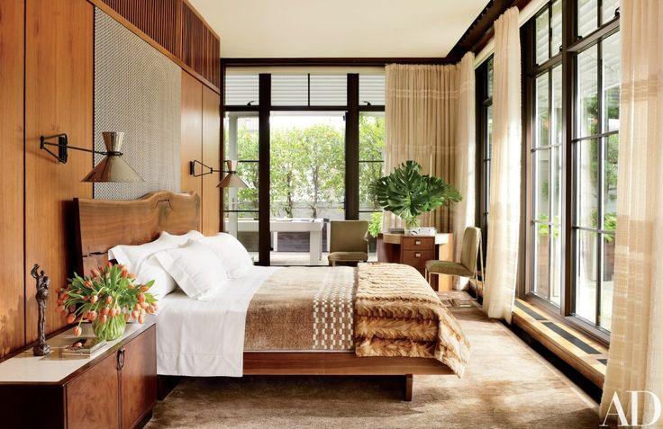 Inspirada em art deco e casas japonesas, esta suíte é repleta de aconchego, efeito da iluminação e do uso de muita madeira e tecidos