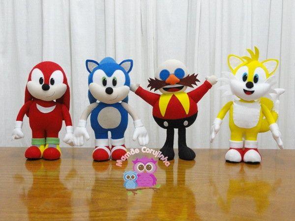 Este anuncio é apenas para venda da Coleção completa do Sonic, havendo interesse em quantidade menos veja nossos outros anúncios no álbum do tema. Produto feito artesanalmente Confeccionado em feltro Sonic - 40cm altura aprox. Tails - 40cm altura aprox. Knuckles (sonic vermelho) 40cm a...