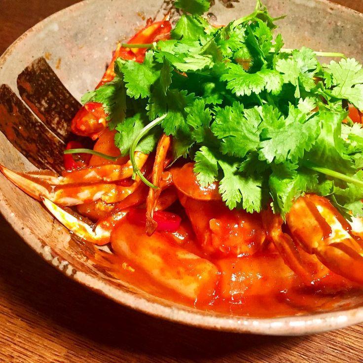Spicy toppogi with soft crab Bolo de arroz coreano picante com caranguejo! ピリ辛(激辛)のオリジナルソースにワタリガニを合わせたトッポギ 隠し味はメープルシロップかなーりイケます . . . . #koreanfood #toppogi #spicy #softcrab #crab #tokyo #homecooking #comidacoreano #coreano #picante #caranguejo #cozinha #foodstagam #elleatable #ellegourmet #dinner #instagramjapan #韓国料理 #トッポギ #激辛 #クッキングラマー #デリスタグラマー