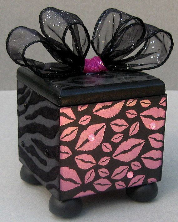 Hey, I found this really awesome Etsy listing at http://www.etsy.com/listing/154973415/kisses-trinket-box