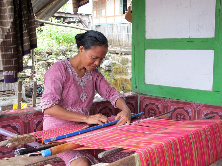 learning to weave - Indonesia
