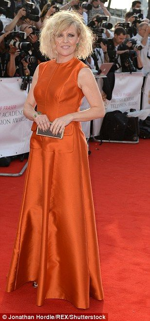 Ashley Jensen, this look so home made! Clashes with the carpet, her hair's a mess and the clutch bag is too small. Ugh, no!  Love the make up though!
