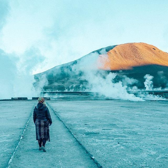 The stunning Geyser El Tatio near San Pedro de Atacama is the highest geyser in the world at approximately 4,320meters above sea level ⠀ ⠀ The great fumaroles come up to the surface through fissures, reaching temperatures of 85°C and up to 10 meters of height.⠀ ⠀ Because the best time to see it it's between 6 and 7am I had to be ready by 4am in temperatures of -17°C ❄️ I was freezing cold but it was totally worth it! ⠀ -----------------------------------⠀ Ha