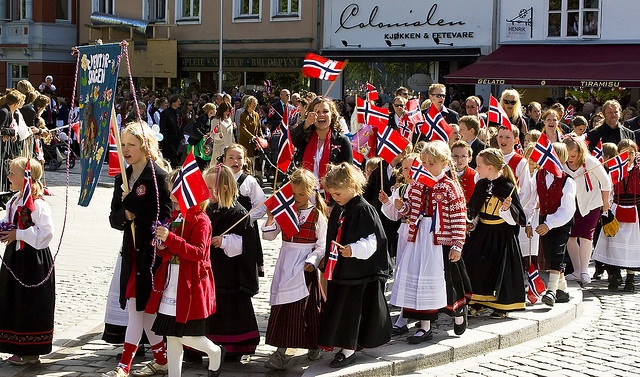 Visit Bergen May 17. and experience how the norwegian people celebrate the Norwegian National Day. Central keywords: parade, flag, national costumes, food and songs!