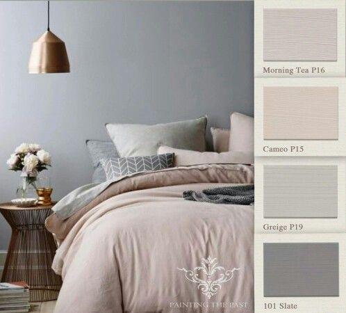 Slaapkamer in grijze en roze kleurcombinaties, mooie styling!