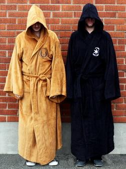 Darth Vader-Kylpytakki - The power of the dark side!  jompi kumpi näistä kylpytakeista tai vaikka molemmat olis tervetulleita meille.
