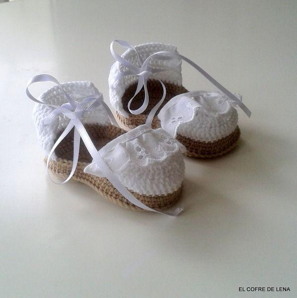 Zapatos de punto/ganchillo - Zapatitos bebé crochet - hecho a mano por El-Cofre-de-Lena en DaWanda                                                                                                                                                      Más